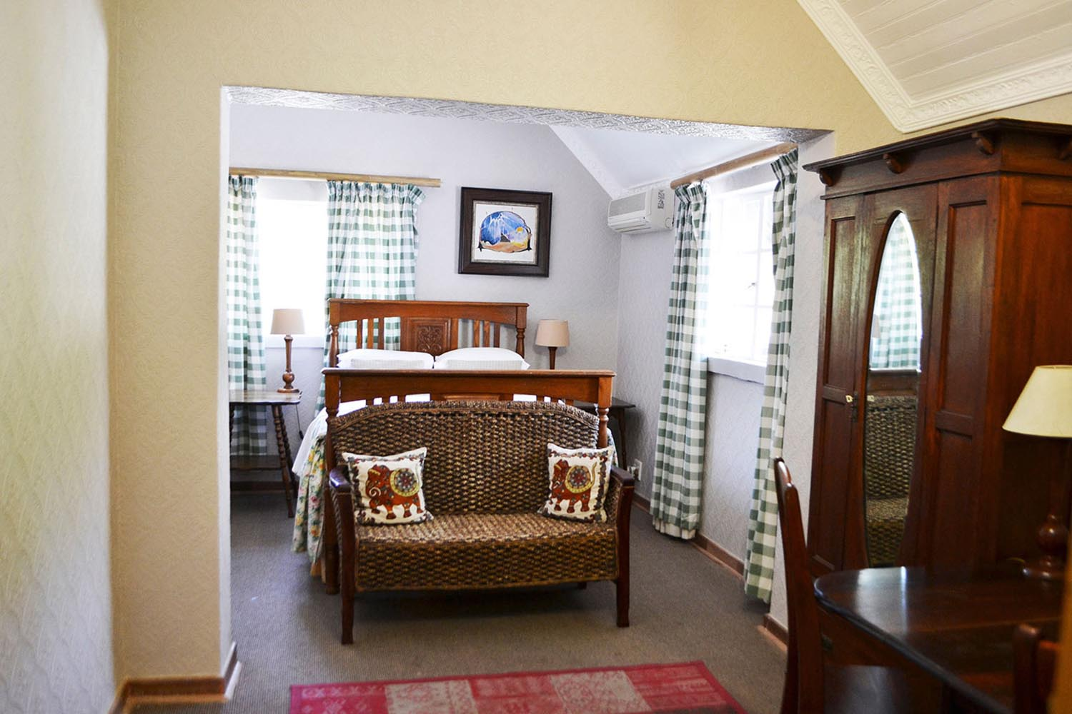 Samwise: Rooms at Hobbit Hotel
